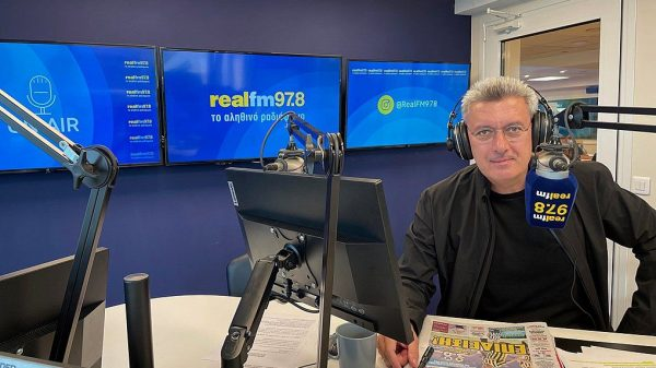Ο Νίκος Χατζηνικολάου στα νέα στούντιο